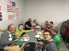 Families Meet Up to Eat Up at SMS!